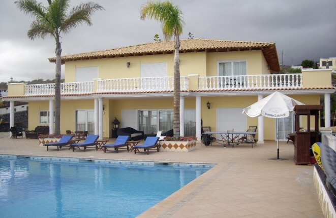 Exclusive villa with guest house in the south of Tenerife with swimming pool and amazing views