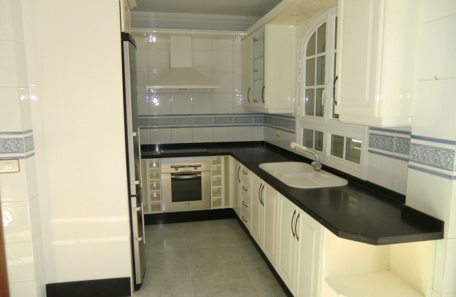 Stylish, fully equipped kitchen