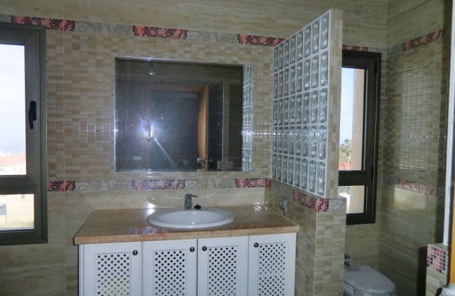 Large bathroom with rain shower, toilet and bidet