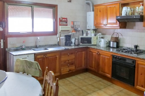 Fully equipped, rustic kitchen