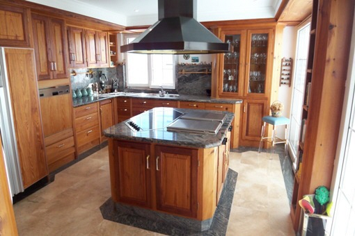 Noble fully equipped kitchen in untreated oak