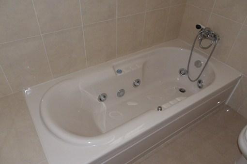 Whirlpool bathtub in the bathroom of the master bedroom