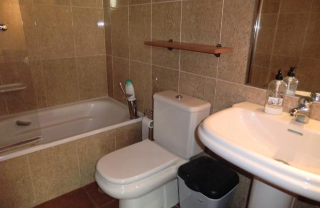 Friendly bathroom with bath tub