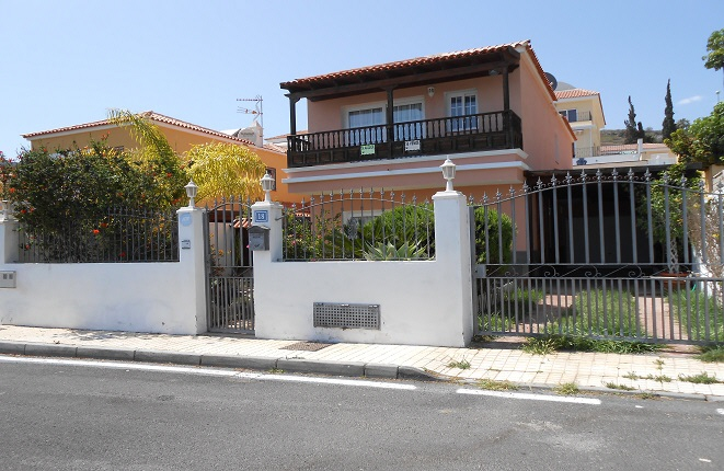 house in Arona
