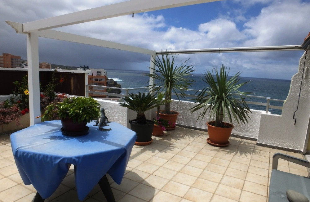Charming apartment with roof terrace and pool