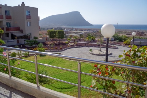 Modern apartment with one bedroom, pool and garage in first beach location to Playa La Tejita, in the south of Tenerife