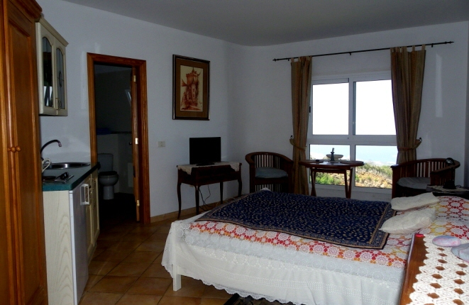 Room with kitchenette, bathroom and sea view