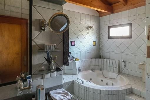 Bathroom with whirlpool-bathtub