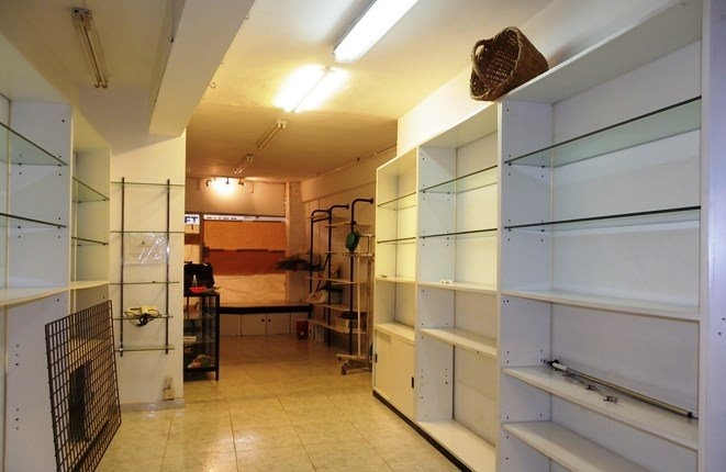 Long continuous shelves on both sides