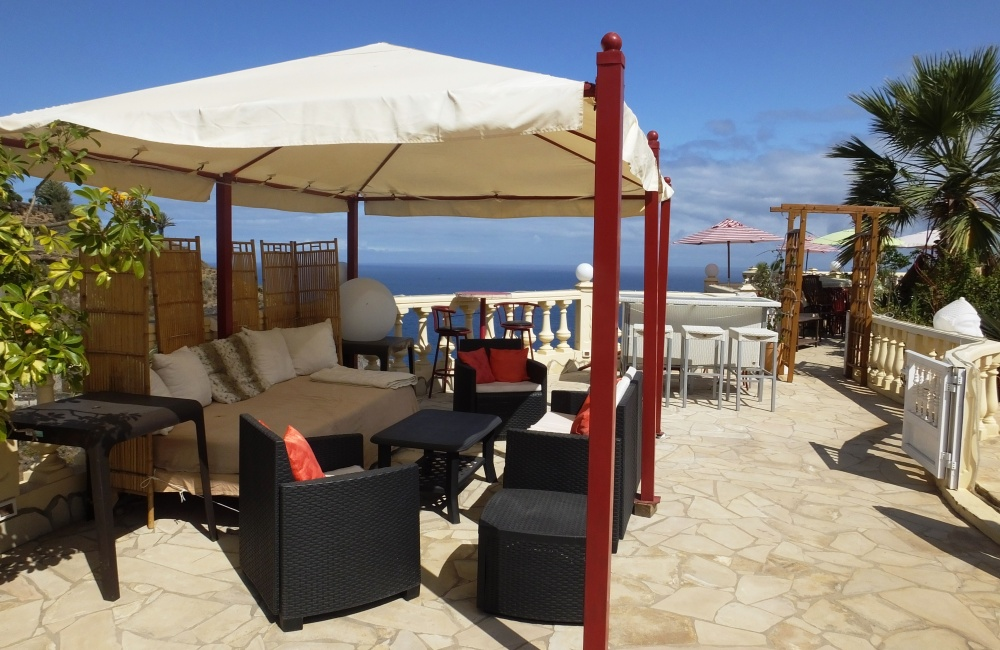 Lounge with breathtaking seaviews